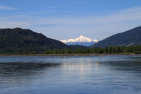 Blick vom Petrohué Fluss (© Lena Labryga / Weonlandia)