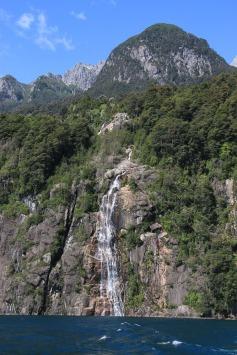Wasserfall am Todos los Santos See (© Lena Labryga / Weonlandia)