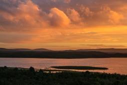 Sonnenuntergang an der Laguna Chaiguata - Tantauco Nationalpark (© Lena Labryga / Weonlandia)