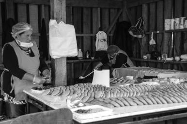 Frauen bei der Zubereitung typischer Speisen (© Lena Labryga / Weonlandia)