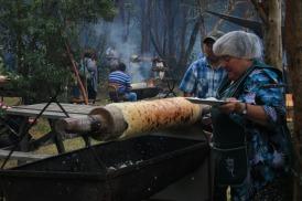 Bei der Zubereitung von Chochoca (© Lena Labryga / Weonlandia)